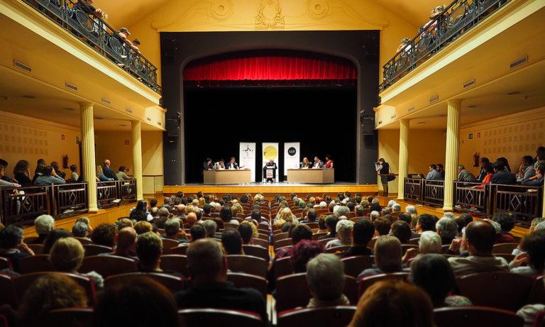 El teatre de la Garriga s'omple per sentir els candidats d'aquestes municipals