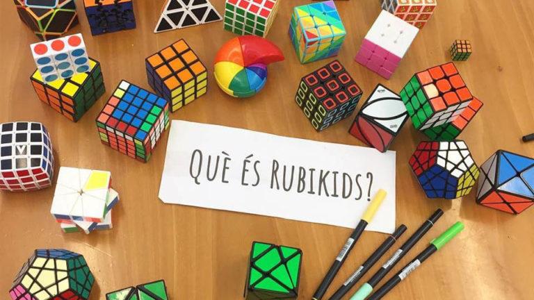 Alumnes del Puiggraciós aprenen matemàtiques tot jugant amb la Piràmide de Rubik